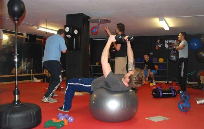 Circuito Gimnasio : Nuevo en el gimnasio entrenamiento en circuito buenaforma